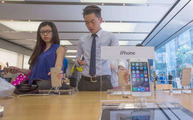 Chinese Man Sold His Daughter To Buy iPhone and MotorBike