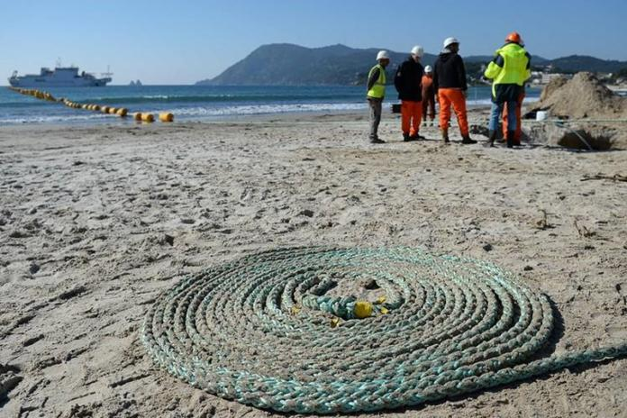 Facebook and Microsoft To Build Fibre Optic Cable With Speeds of 160 Terabytes Per Second Across The Atlantic