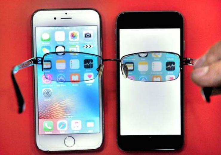 Inventor Builds Invisible Phone Screen