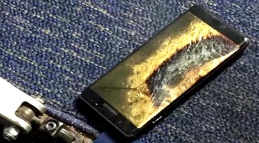 A replacement Galaxy Note 7 Catches Fire On A Plane
