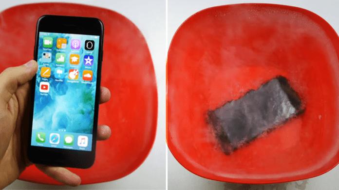 Here's What Happens When You Put iPhone 7 in Liquid Nitrogen