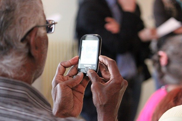 Savvy Silver Surfers: Today's Top Android Phones for Seniors