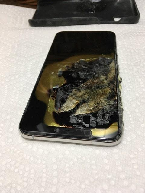 iPhone XS 2 - OMG! iPhone XS Max Allegedly Explodes In Owner's Pocket